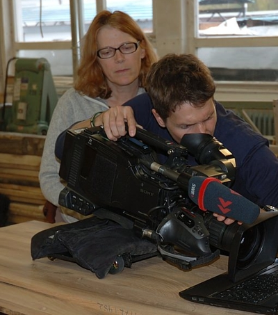 SWR Fernsehen dreht Detail von Pfister Massivholzküchen