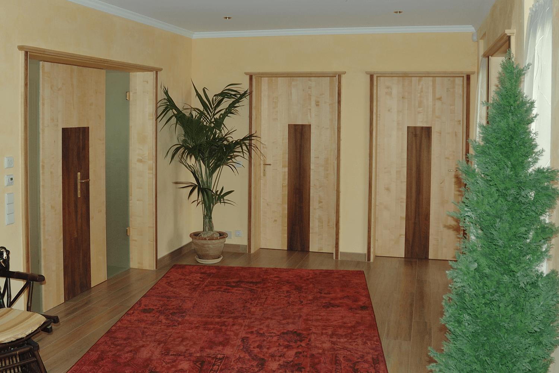 massivholzt ren in ahorn und nussbaum pfister m belwerkstatt. Black Bedroom Furniture Sets. Home Design Ideas