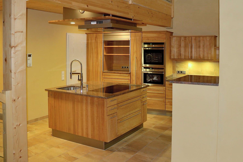 Moderne vollholzkuche in kirschbaum und birnbaum for Vollholzküche