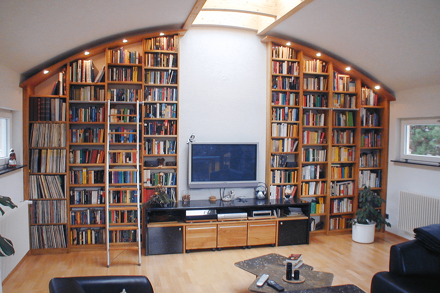 Bücherregal  Bücherregal in Kirschbaum