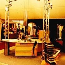 Der Maimarkt Messestand Pfister Möbelwerkstatt mit individueller Kücheninsel