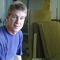 Hochwertige Oberflächen bei Pfister Möbelwerkstatt durch Thorsten